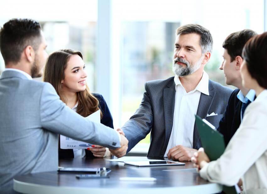 Profesionálna komunikácia a komunikačné techniky  Všetky vzťahy sa vytvárajú a udržiavajú prostredníctvom komunikácie....