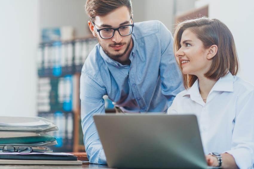 Spätná väzba – kľúčový manažérsky nástroj  Cieľom tréningu je naučiť jednotlivých účastníkov ako poskytovať spätnú väz...