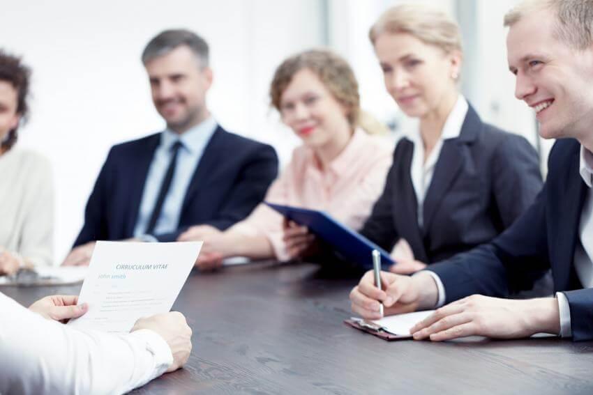 Hodnotenie a riadenie výkonnosti pracovníkov, hodnotiace pohovory - Performance management  Tento program umožní účast...