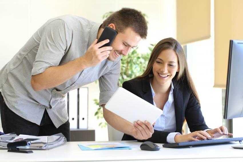 Delegovanie ako súčasť vedenia  Keďže delegovanie na jednej strane šetrí čas manažérom, na strane druhej rozvíja podri...