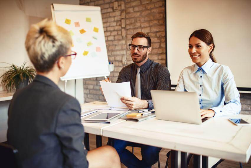 Vyhľadávanie a výber pracovníkov – prijímacie pohovory  Cieľom tréningu je naučiť účastníkov analyzovať pracovné miest...